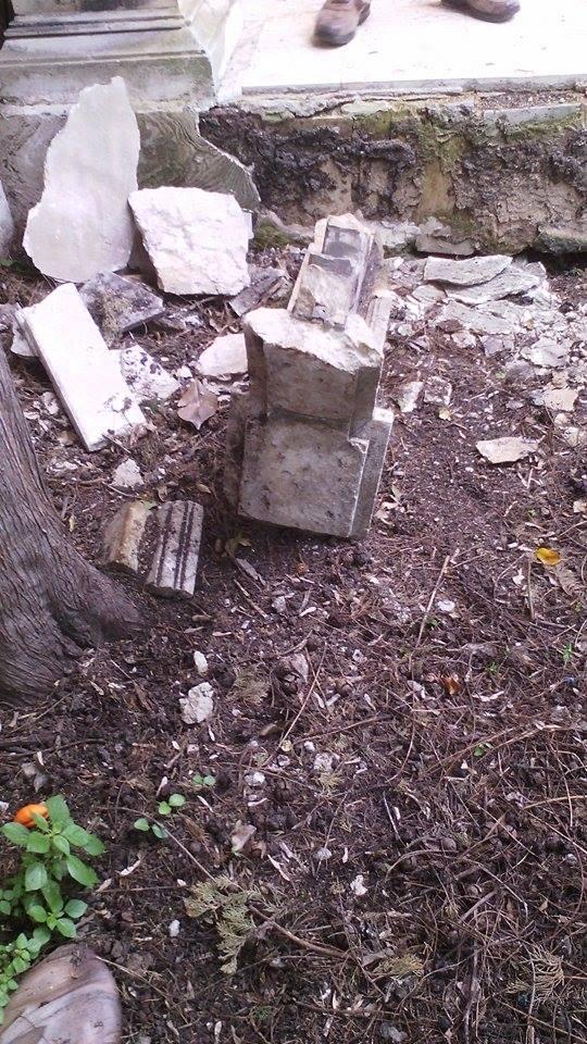 Porcherie a villa reimann il muro restaurato con pezzi di balaustra i fatti siracusa - Porcherie a letto ...
