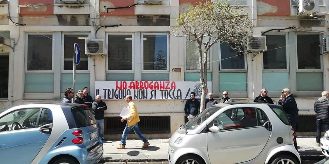 """LA PROTESTA DI NOTO / BLITZ DI CASA POUND ALL'ASP DI SIRACUSA: """"IL TRIGONA NON SI TOCCA"""""""