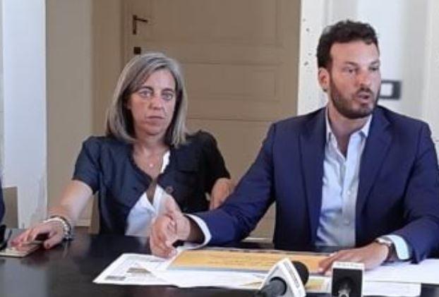 LA FEDELISSIMA DI ITALGAROZZO CHE HA PENSATO IL PIZZO SUI LOCULI DEL CIMITERO