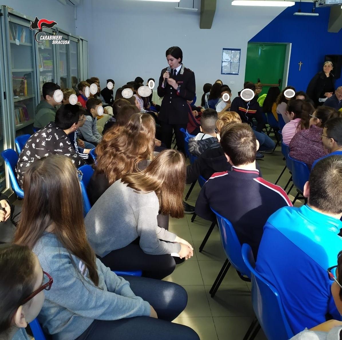 """BULLISMO: I CARABINIERI INCONTRANO GLI STUDENTI DEL """"VITTORINI"""""""